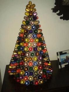 Bricolage e Decoração: Árvore de Natal Feita a Partir de Cápsulas de Café