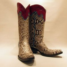 """""""Bitten"""" #cotwm #instafashion #instagood #styleinspiration #fashion #shoelover #boots #style #styleguide #styleicon"""