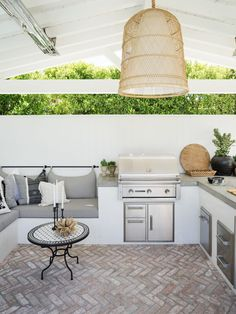 An outdoor kitchen can be an addition to your home and backyard that can completely change your style of living and entertaining. Earlier, barbecues temporarily set up, formed the extent of culinary attempts, but now cooking outdoors has become an. Outdoor Kitchen Patio, Casa Patio, Outdoor Kitchen Design, Indoor Outdoor Living, Outdoor Rooms, Outdoor Furniture Sets, Outdoor Patios, Outdoor Kitchens, Backyard Garden Design