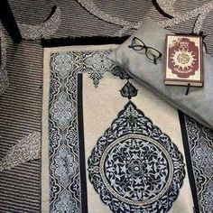 Dit is een gebedskleed, daar bidden ze 5 keer per dag op.