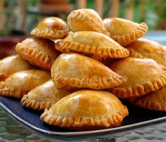 Recipes for empanadas mendocinas, It's what Hunter asked for for dinner tonight - trying something new! We have never made empanadas from scratch before. Beef Recipes, Mexican Food Recipes, Cooking Recipes, What's Cooking, Yummy Recipes, Recipies, I Love Food, Good Food, Yummy Food