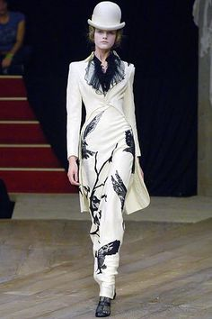 Alexander McQueen Spring 2007 Ready-to-Wear Collection Photos - Vogue