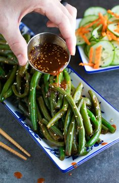Spicy Sriracha Green Beans Recipe - Peas and Crayons Green Bean Recipes, Veggie Recipes, Vegetarian Recipes, Dinner Recipes, Healthy Recipes, Green Vegetable Recipes, Fast Recipes, Vegetable Sides, Vegetable Side Dishes