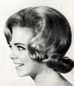 "1960s ""flip"" hairstyle. (♥)"