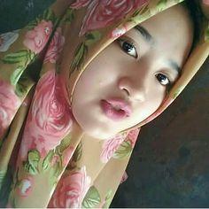 Hijaber Manja: Beautiful Heavenly Angels Full of Smiles Beautiful Muslim Women, Beautiful Hijab, Beautiful Flowers, Hijab Collection, Hijab Fashion Inspiration, Hijab Tutorial, Hijab Chic, Stylish Hijab, Girl Hijab