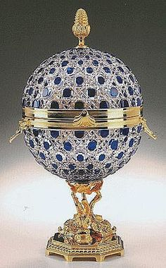 Most expensive ashtray like eveeer. Modern Faberge reproduction of Czar Alexander's blue crystal caviar presentoire. Fabrege Eggs, Objets Antiques, Sculpture Metal, Imperial Russia, Egg Art, Royal Jewels, Crown Jewels, Objet D'art, Egg Decorating