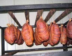 El Chosco de Tineo es un embutido  emblemático de Asturias y protegido  con Denominación de Origen (© Consejería de Medio Rural y Pesca. Principado de Asturias) http://revista.destinosur.com/contenidos57.php#astur www.asturias.es www.copaeastur.org