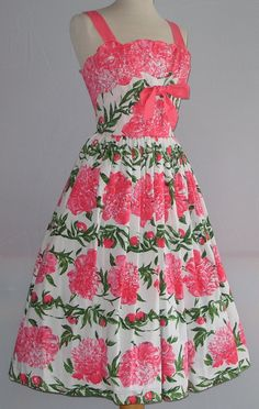 This is one of my favourite Horrockses dresses in my collection - the floral print is so striking.