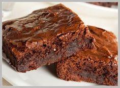 Quer aprender a fazer um brownie de alfarroba delicioso? Então clique aqui e confira uma receita de brownie de alfarroba super simples! - NatueLife