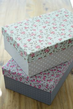 Caixas de sapato! Reaproveite! Diy Gift Box, Diy Box, Fabric Covered Boxes, Diy And Crafts, Paper Crafts, Deco Table, Diy Projects To Try, Storage Boxes, Decorative Boxes