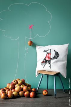 Coussin / cushion Jean loup the wolf -apple tree © la cerise sur le gâteau - Anne Hubert - photo: Coco Amardeil