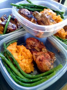 This meal prep features one of our favourite dishes: spiced whipped yams! Yum! Here we have our #basic baked chicken, steamed asparagus tossed in olive oil and pepper and spiced whipped yams.