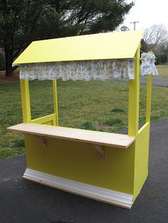 Lemonade stand from 2 pallets and some scrap wood pallet for How to build a lemonade stand on wheels