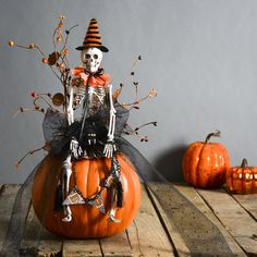 Arts and Crafts Store : Cute Halloween Decorations - Skeleton decor - funkin uses - fake pumpkin Halloween decorating ideas - Halloween decorations Retro Halloween, Table Halloween, Halloween Skeleton Decorations, Holidays Halloween, Easy Halloween, Halloween Pumpkins, Halloween Wreaths, Vintage Halloween Crafts, Halloween Centerpieces