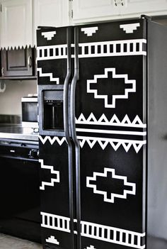 DIY your refrigerator with electrical tape, A Beautiful Mess. Fridge Makeover, Old Refrigerator, Diy Rangement, Diy Casa, Diy Inspiration, Kitchen Inspiration, Ideias Diy, Electrical Tape, Decoration Design