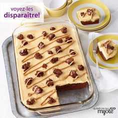 Discover our Peanut Butter Poke Cake Brownies! Peanut Butter Poke Cake Brownies are filled with a mixture of peanut butter and vanilla pudding. Brownie Desserts, Brownie Cake, Köstliche Desserts, Brownie Recipes, Cake Brownies, Dessert Recipes, Brownie Pudding, Party Recipes, Poke Cakes