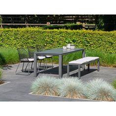 De Utah tuinset is een speelse set die stoelen aan de ene kant van de tafel combineert met een bank aan de andere kant van de tafel. Zowel de tafel als de stoelen hebben een aluminium frame: sterk, duurzaam en lichtgewicht. Utah, Outdoor Furniture Sets, Outdoor Decor, Home Decor, Products, Decoration Home, Room Decor, Home Interior Design, Gadget