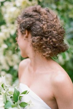 Soft bridal updo Photo: @theganeys Bridesmaid Hair Curly, Curly Wedding Hair, Short Curly Hair, Curly Hair Styles, Natural Hair Styles, Wedding Curls, Classic Wedding Hair, Bridal Updo, Trending Hairstyles