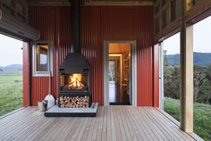 Founded by Richard Naish in Auckland's RTA Studio has been awarded the New Zealand Architecture Medal and the World Architecture Festival. Fresco, New Zealand Architecture, Building Costs, Building Ideas, New Zealand Beach, World Architecture Festival, Red Houses, Narrow House, Inside Home