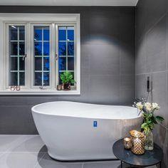 """354 likerklikk, 9 kommentarer – Flisekompaniet (@flisekompaniet) på Instagram: """"Nydelig stemning på dette flotte badet som er satt opp av #riisbygg Fliser og badekar får du hos…"""""""