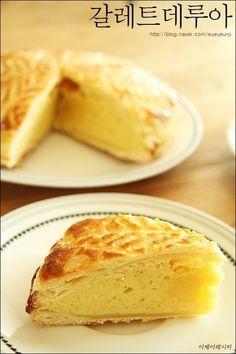 갈레트 데 루아 만들기 프랑스 신년 파이~고급진맛! 이웃님들 2016년 잘 보내고 계신가요~?저는 식구들과 ... No Bake Pies, Love Is Sweet, Cornbread, Cake, Almond, Dessert Recipes, Food And Drink, Cheese, Cooking