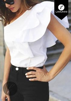 Blusas Para Mujer Limonni Li513 Campesinas - $ 79.900 en Mercado Libre Trendy Fashion, Fashion Outfits, Womens Fashion, Frill Tops, Dress Attire, Summer Blouses, Short Tops, Office Outfits, White Tops