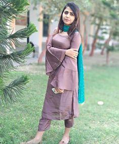 Indian Girl in Suite Salwar Kurti Sleeves Design, Kurta Neck Design, Sleeves Designs For Dresses, Dress Designs, Blouse Designs, Kurta Designs Women, Salwar Designs, Designer Punjabi Suits, Indian Designer Wear
