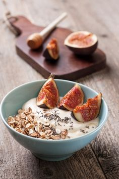 Porridge με γάλα καρύδας,σπόρους chia και σύκο, συνταγές για χορτοφάγους χωρίς γλουτένη