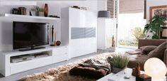 Mueble de salón blanco con vitrinas