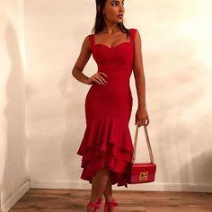 Amo amo amo vermelho com rosa! 😉 dress @zenoficial ❤💗 Cute Dresses, Formal Dresses, Outfit Combinations, Instagram, Chic, My Style, Red, Inspiration, Outfits