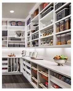 Kitchen Pantry Design, Kitchen Organization Pantry, Kitchen Pantry Cabinets, Kitchen Tops, Diy Kitchen, Kitchen Decor, Organized Pantry, Awesome Kitchen, Kitchen Ideas