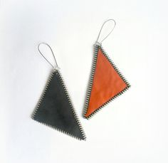 He encontrado este interesante anuncio de Etsy en https://www.etsy.com/es/listing/121633830/cremallera-pendientes-geomeacutetrica-y