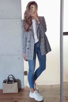 Top 30 Office Outfits For Spring outfit idea for this spring / blazer + top + skinny jeans + bag + sneakers. Stylish Outfits, Fall Outfits, Work Outfits, Blazer Outfits Casual, Outfit Jeans, Sweater Outfits, Women Blazer Outfit, Office Outfits Women Casual, Work Casual