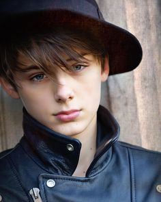 Celebrities - William Franklyn-Miller Photos collection You can visit our site to see other photos. Cute Emo, Cute Guys, Beautiful Boys, Pretty Boys, Young Men Haircuts, William Franklyn Miller, Beauty Of Boys, Perfect Strangers, Photography Poses For Men
