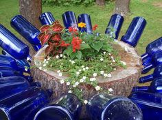 Recycling Tree Stumps for garden art Cherrie has taken bottle trees to a different level…. Glass bottle and an old tree stump is all you need. Empty Wine Bottles, Wine Bottle Art, Blue Bottle, Wine Bottle Crafts, Wine Bottle Trees, Bottle Top, Bottle Labels, Glass Bottles, Bottle Garden