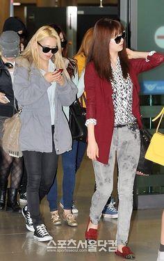 http://okpopgirls.rebzombie.com/wp-content/uploads/2013/03/SNSD-Hyoyeon-airport-fashion-March-11-02.jpg