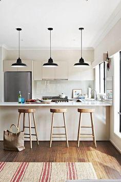 Cocinas con barra. Ideas para cocinas. #barras #cocina #ventanales #iluminarocina #estiloydeco