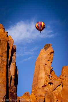 Hot air balloon in Monument Valley, Arizona USA. © Brian Jannsen Photography
