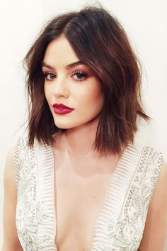 Find out how to style cute short hair with the help of our brilliant ideas that are extremely easy to pull off. Get some inspo to style your short hair. promi frisuren 21 Great Ways To Wear Cute Short Hair Cute Hairstyles For Short Hair, Celebrity Hairstyles, Short Hair Cuts, Easy Hairstyles, Curly Hair Styles, Prom Hairstyles, Lucy Hale Hairstyles, Spring Hairstyles, Hairstyle Ideas