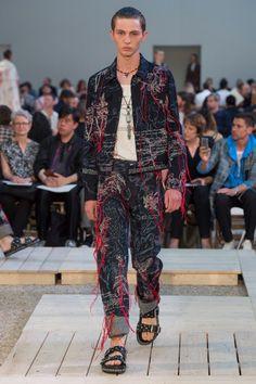 Alexander McQueen  #VogueRussia #menswear #springsummer2018 #AlexanderMcQueen #VogueCollections
