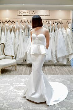 This gown is absolutely timeless and so classy!
