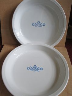 A pair of Corningware Cornflower pie plates, perfect for autumn or Thanksgiving baking! They are 9 by 1 1/2, perfect for baking a pair of pies.