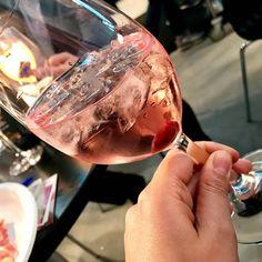 Da @cantinasorbara proviamo questo cocktail con gin tonica spumante rosato Piazza Grande e amarena di @fabbri1905 . #dammiunnome ....che nome gli diamo? #vinitaly2017 . . . . . #wine #winelover #wine #winetasting #winelovers #winestagram #wineanddine #wineglass #winetour #winetime #wineoclock #dinner #dinnertime #lastnight #champagnebrunch #foodism #foodstagram #foodblogger #foodandwine #foodiegram #fooddiary #vino #bollicine #champagne #champagnepapi #champagnebar