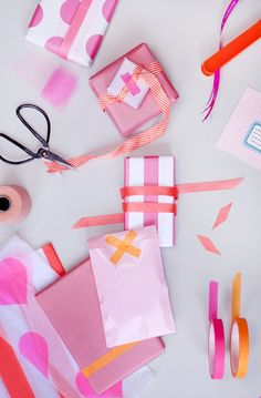 let's wrap a pile of boxes as presents! Wrapping Ideas, Present Wrapping, Pretty Packaging, Gift Packaging, Homemade Gifts, Diy Gifts, Gift Wrap Box, Groomsman Gifts, Paper Goods