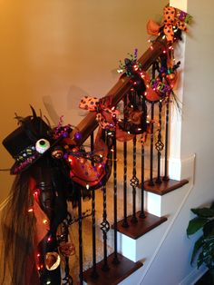 Cute way to decorate stairs for Halloween. Compliments to my stepmom.