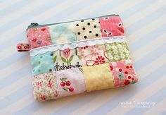 patchwork cell phone pouch or coin purse Patchwork Bags, Quilted Bag, Fabric Bags, Fabric Scraps, Zipper Bags, Zipper Pouch, Diy Pochette, Leftover Fabric, Love Sewing