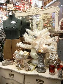 Ever the multi-tasker, I was fortunate to time a recent errand in Portland, OR with the opening day of Monticello Antique Mall's  Vintage ...