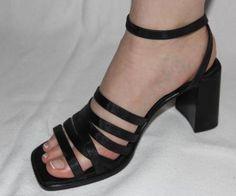 schicke schwarze Sandaletten , Sandale mit Absatz, wie neu in Lindlar