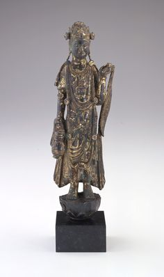 Chinese Art | Bodhisattva Guanyin with a willow wand and amphora