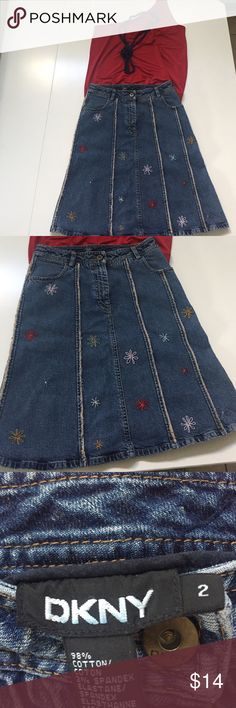 Flower power skirt🌺🌼🌸 DKNY, Sz 2, vintage, flower embroidered denim mini skirt. Beautiful, flowers and fringe, 2 pockets, front button and zip closure. Waist is 13in flat, length 21 inches. Hippies unite! 🌺🌼 DKNY Skirts Mini